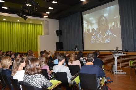 Ms. Shamiso Najira, UN CC:Learn Ambassador from Malawi talking with the students in St. Gallen via video conference.
