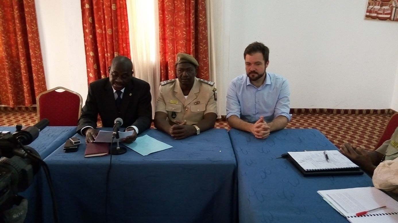 Presidency at the workshop opening: Executive Secretariat of CNEDD, Mr. Kamayé Maazou on the left, the General Manager of Forest and Water, Major Colonel Abdou Malam Issa in the middle and the representative of UN CC:Learn Secretariat, Mr. Vincens Côté.