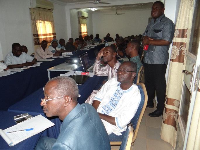 Aperçu des participants lors de la communication de M. Léonce G. AHANHANZO